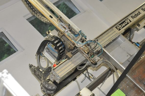 Robot - Cerplast - wtryskarka, wtryski, produkcja detali, tworzywa sztuczne,