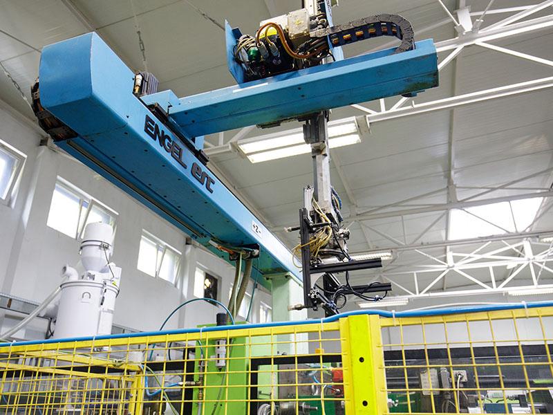 Roboty - Cerplast - wtryskarka, wtryski, produkcja detali, tworzywa sztuczne,