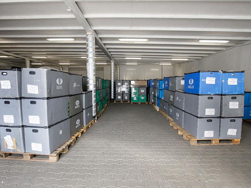 Warehouse - injection molding machine, injection molding, production of details, plastics, wtryskarka, wtryski, produkcja detali, tworzywa sztuczne,