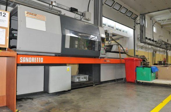 Machinne - injection molding machine, injection molding, production of details, plastics, wtryskarka, wtryski, produkcja detali, tworzywa sztuczne,