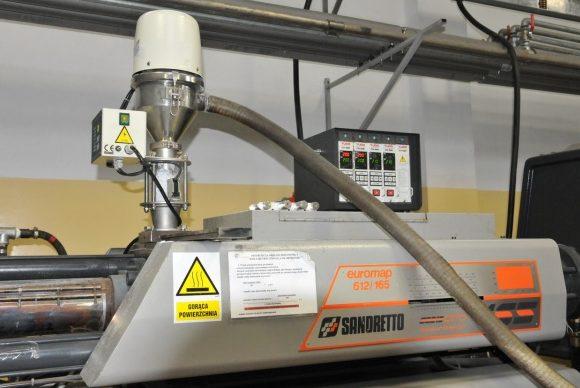 Podajnik, grzane kanały - injection molding machine, injection molding, production of details, plastics, wtryskarka, wtryski, produkcja detali, tworzywa sztuczne,