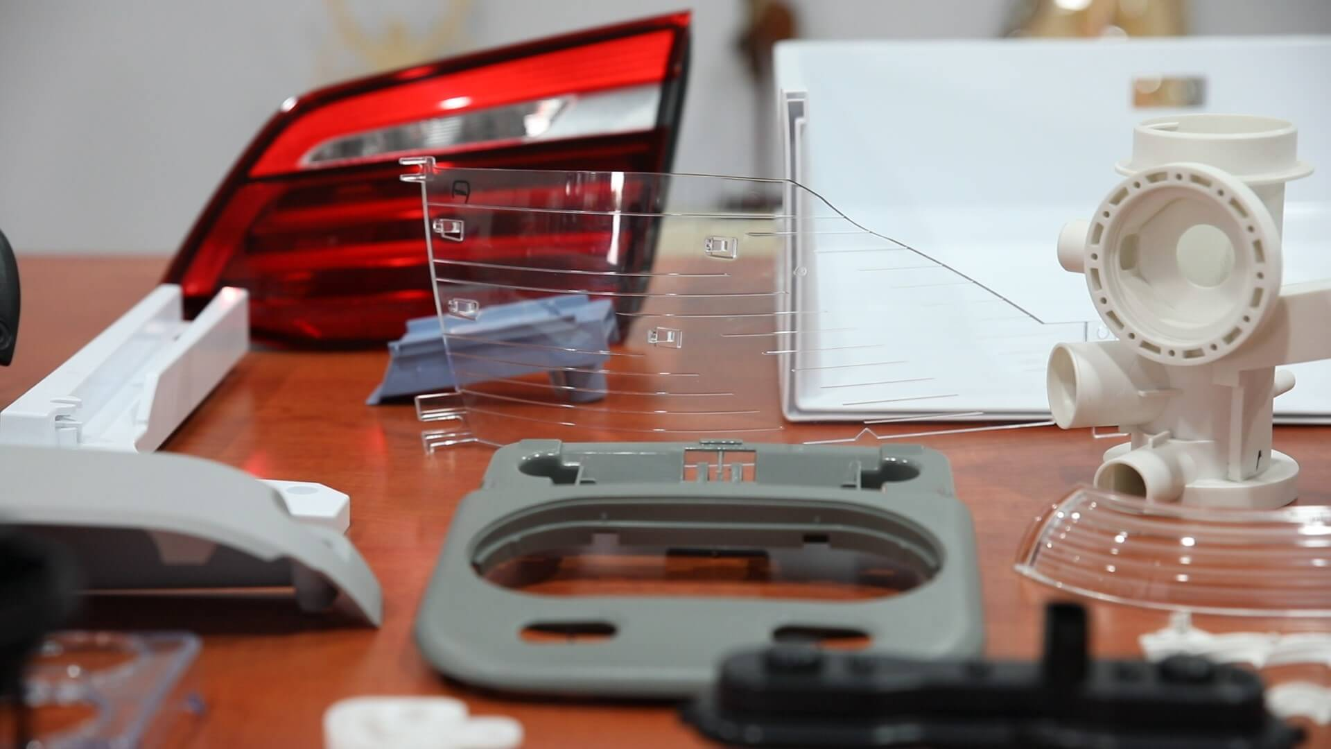 Detyale - Cerplast - wtryskarka, wtryski, produkcja detali, tworzywa sztuczne,